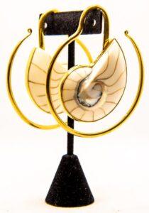 8g White Nautilis (Ammonite) Spiral – Brass Hangers