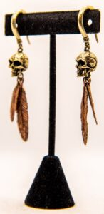 8g Skull w/ Feathers – White Brass & Copper Hangers