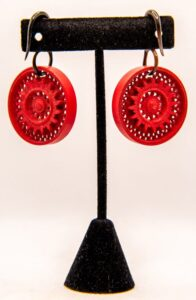 8g Carved Horn & Wood Red Round Hangers