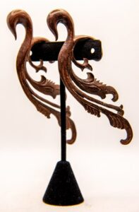 00g Wood Filigree Hangers